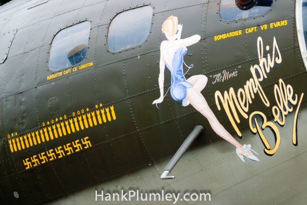N3703G_124485_B-17G_Flying_Fortress_The_Movie_Memphis_Belle_Nose_Art_2011_Cleveland_National_Air_Show